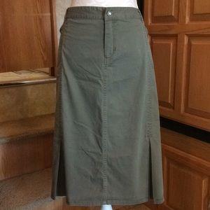 Avenue Pleated Hem Moss Green Skirt 16W